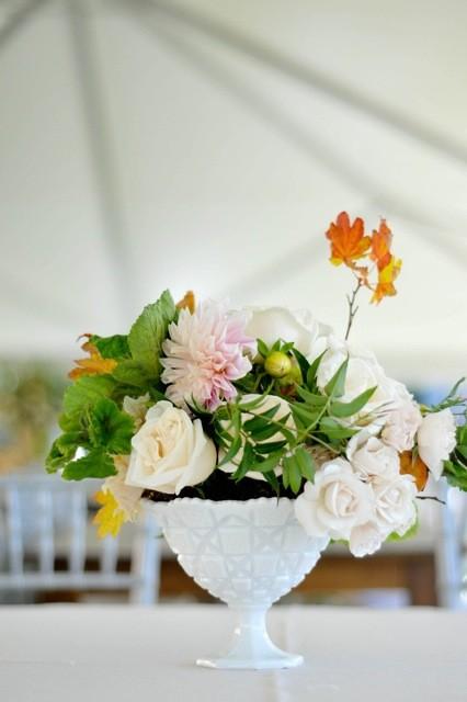 flores-arranjo-milkglass-saladesign-julianadaidone