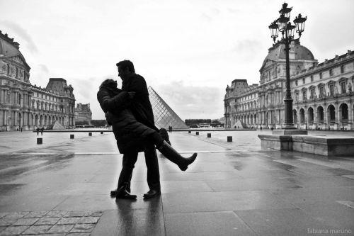 foto beijo louvre