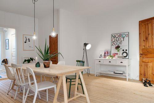 apartamento-com-cadeiras-coloridas