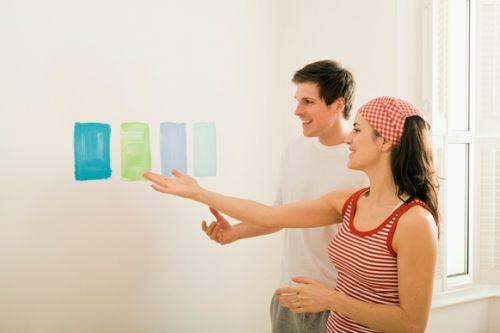 Para decidir que cor vai pintar a parede, faça pequenos testes para conseguir visualizar melhor a cor da tinta (Fotos: Thinkstock)