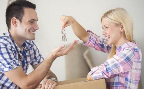 Casal pode seguir algumas dicas básicas para não ter frustrações na compra da casa nova (Foto: ThinkStock)
