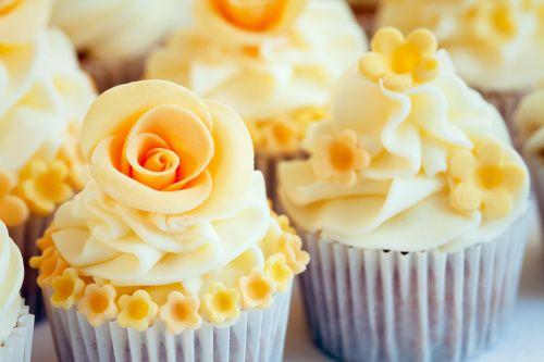 Cupcakes flores amarelas iCasei