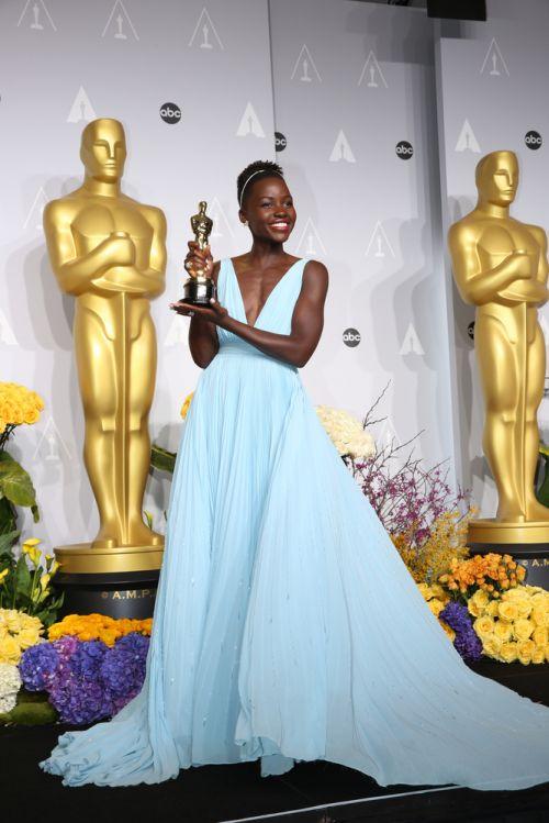 Revista-iCasei-Vestido-Lupita- Nyongo-Oscar-2014