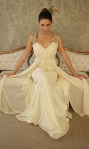 vestido-off-white-com-detalhe-nas-alcas-e-saia-em-camadas-esvoacantes-r-3800-a-venda-na-maison-cecilia-echenique-11-3079-8258-preco-pesquisado-em-setembro-de-2012-e-sujeito-a-alteracao-1348518904796_300x500