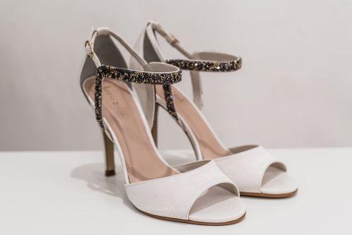 Sandália - Descubra o sapato para casamento ideal