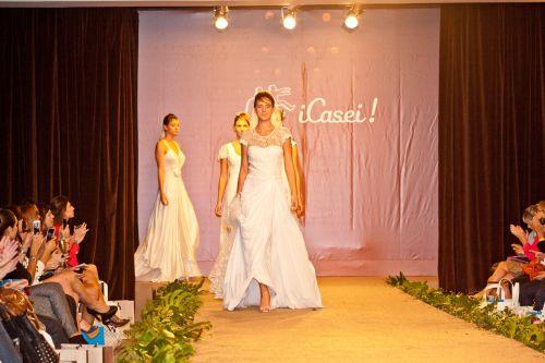 desfile emannuelle junqueira revista icasei