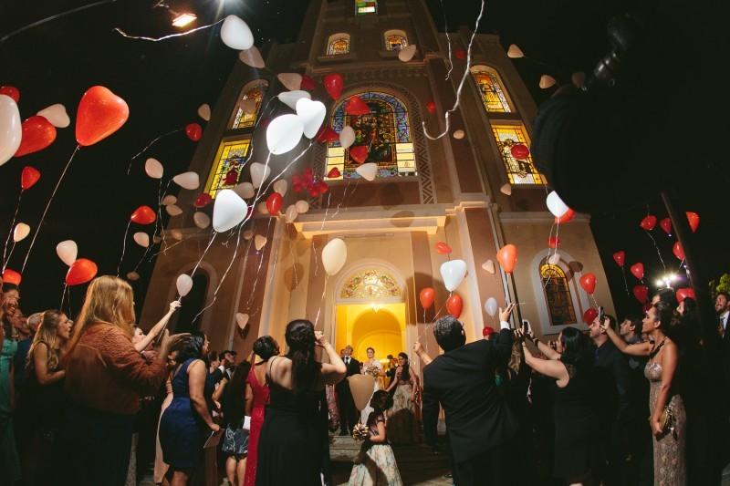 Resultado de imagem para chuva de balões para casamento