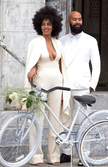 casamento-solange-knowles-e-Alan-Ferguson-macacao-bicicleta-04-