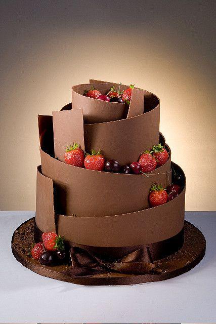 bolo de casamento com raspas de chocolate