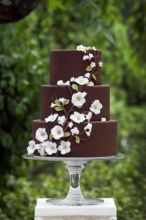 bolo de casamento de chocolate com pasta americana