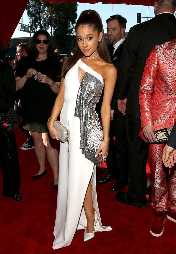 Ariana Grande em Atelier Versace - Grammy Awards 2015