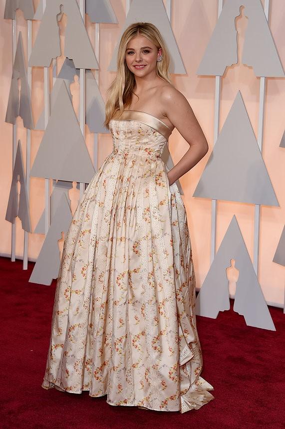 Chloë Grace Moretz vestido nude de Miu Miu - Inspiração | Oscar 2015