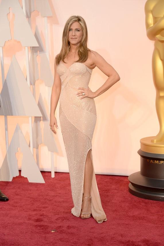 Jennifer Aniston vestido nude de Atelier Versace - Inspiração | Oscar 2015