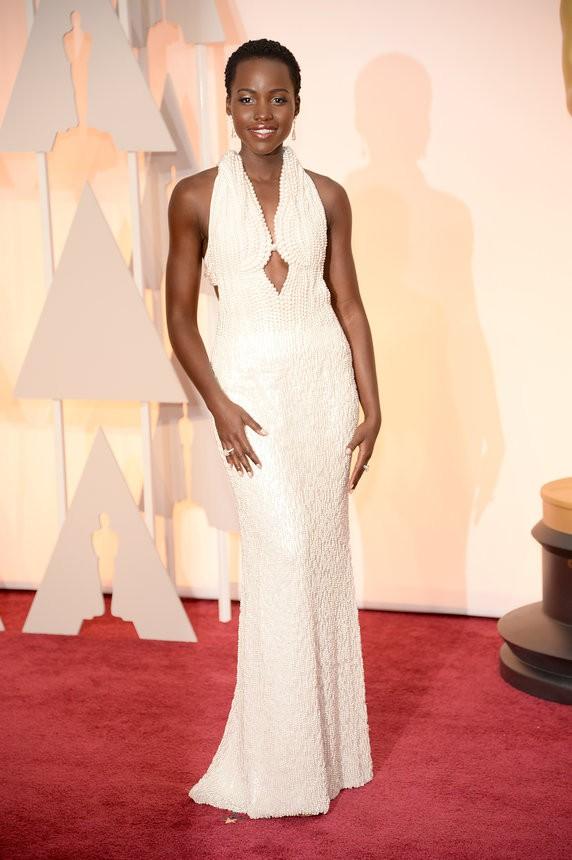 Lupita Nyong'o vestido de pérolas sob medida de Calvin Klein - Inspiração | Oscar 2015