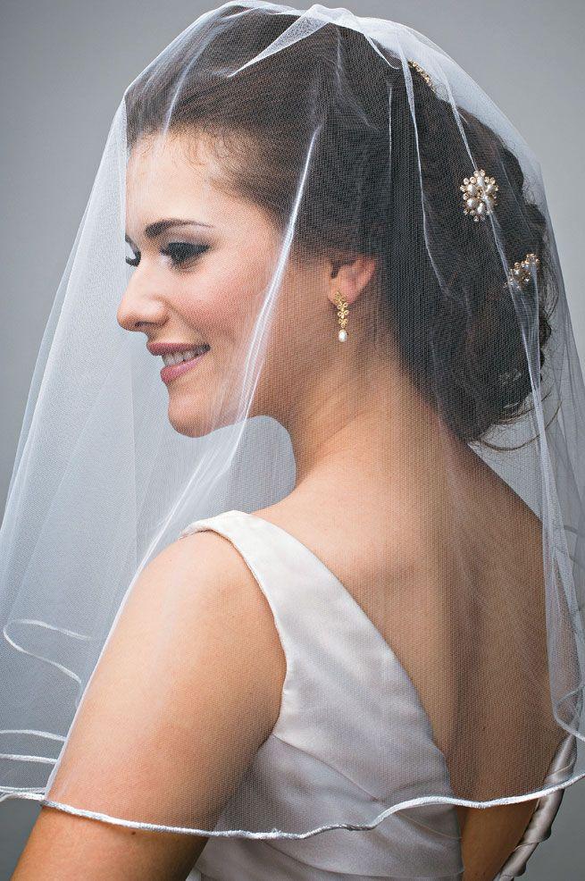 Noiva usando véu ombro - Véu para casamento