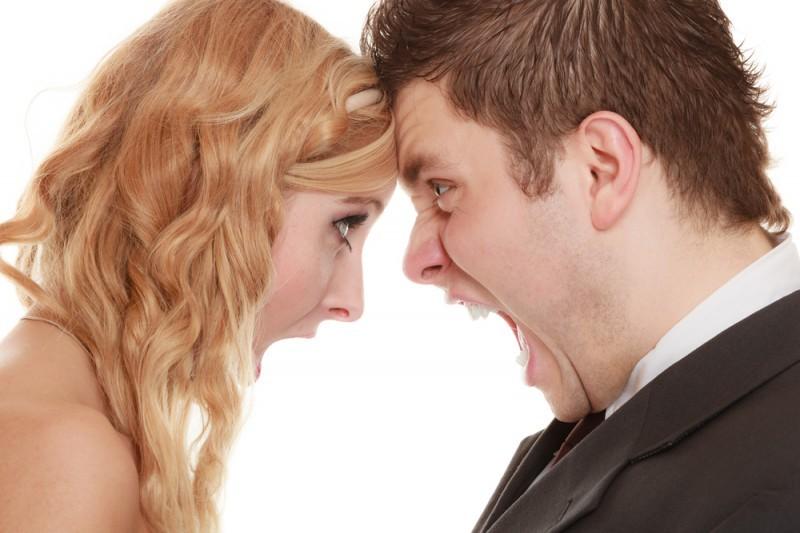 briga recém-casados