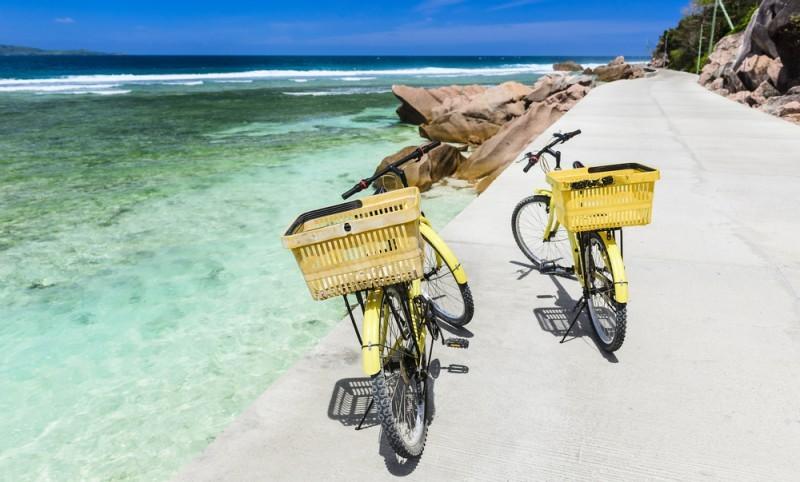 passeio de bicicleta nas Ilhas Seychelles