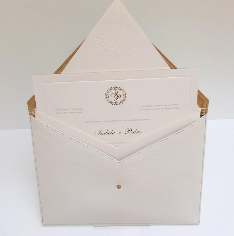 09 - Convite que vem com envelope em forma de clutch-scards