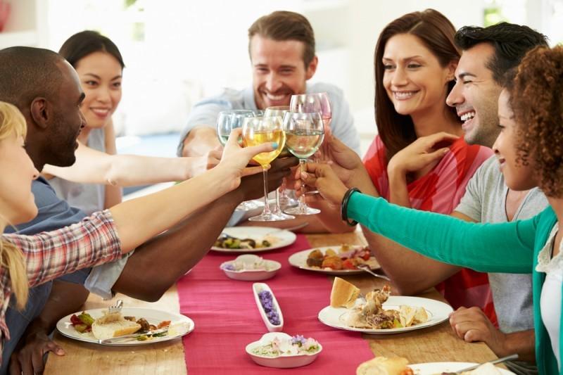 almoço-de-noivado-com-amigos-e-familiares