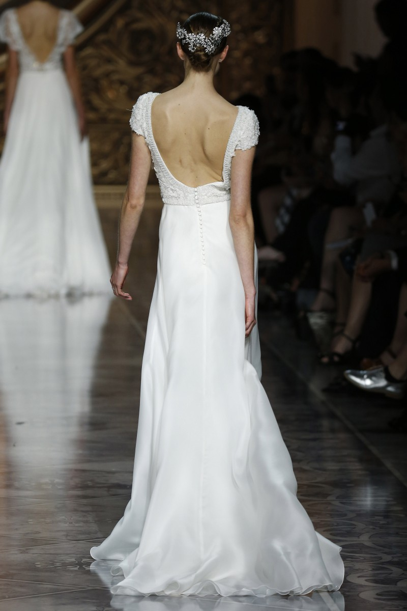 pronovias-barcelona-bridal-week-2016-costas-11