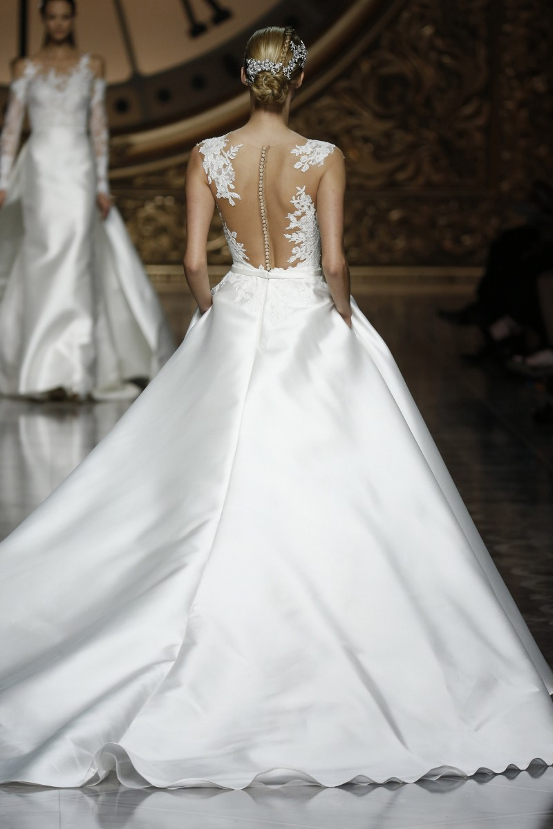 pronovias-barcelona-bridal-week-2016-costas-13