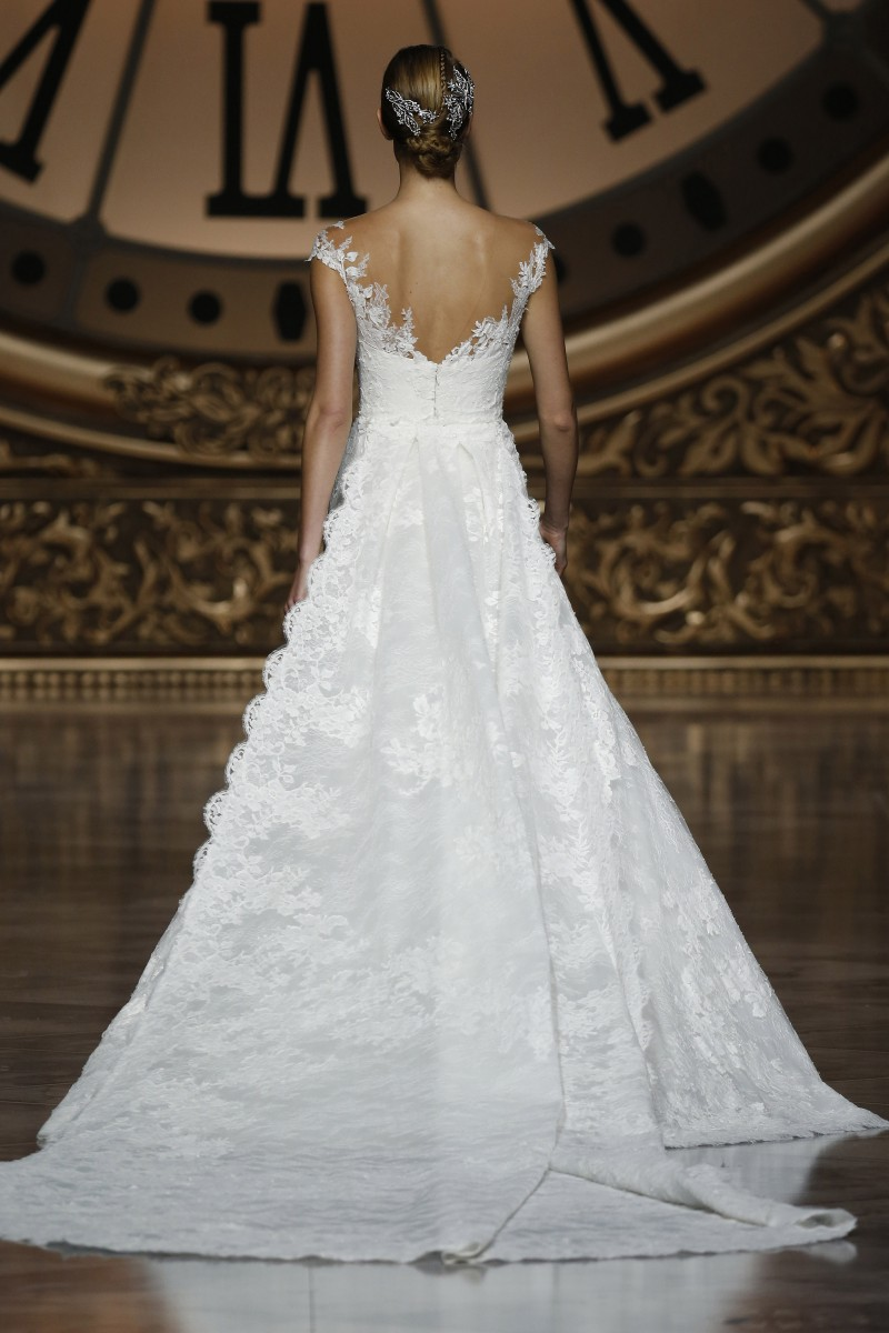 pronovias-barcelona-bridal-week-2016-costas-17