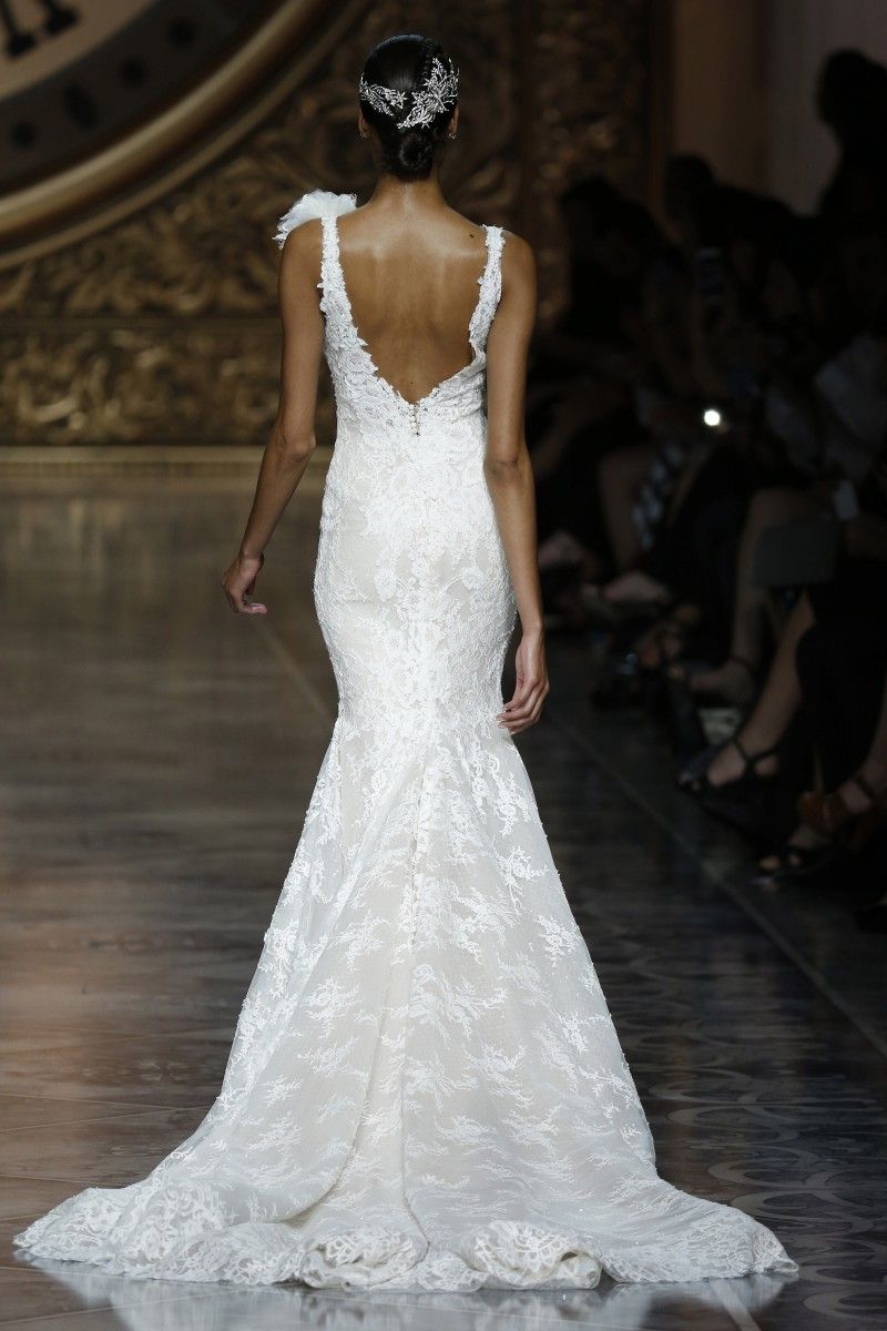 pronovias-barcelona-bridal-week-2016-costas-2