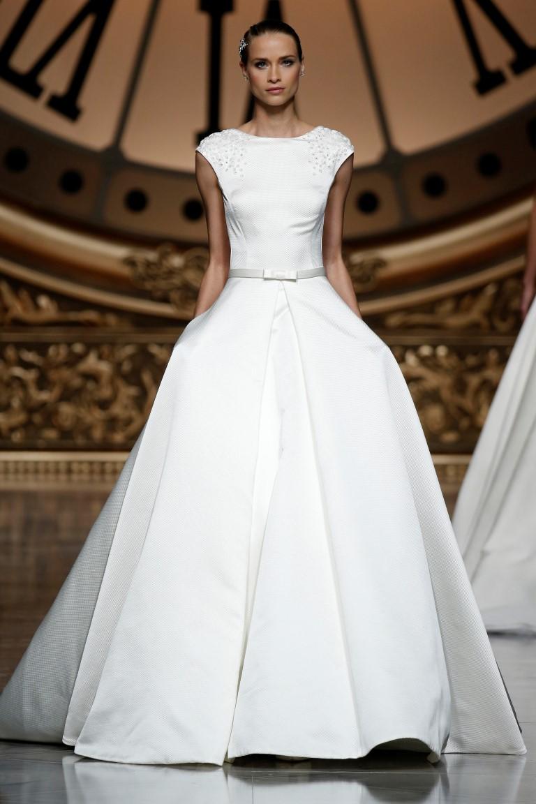 pronovias-barcelona-bridal-week-2016-costas-11