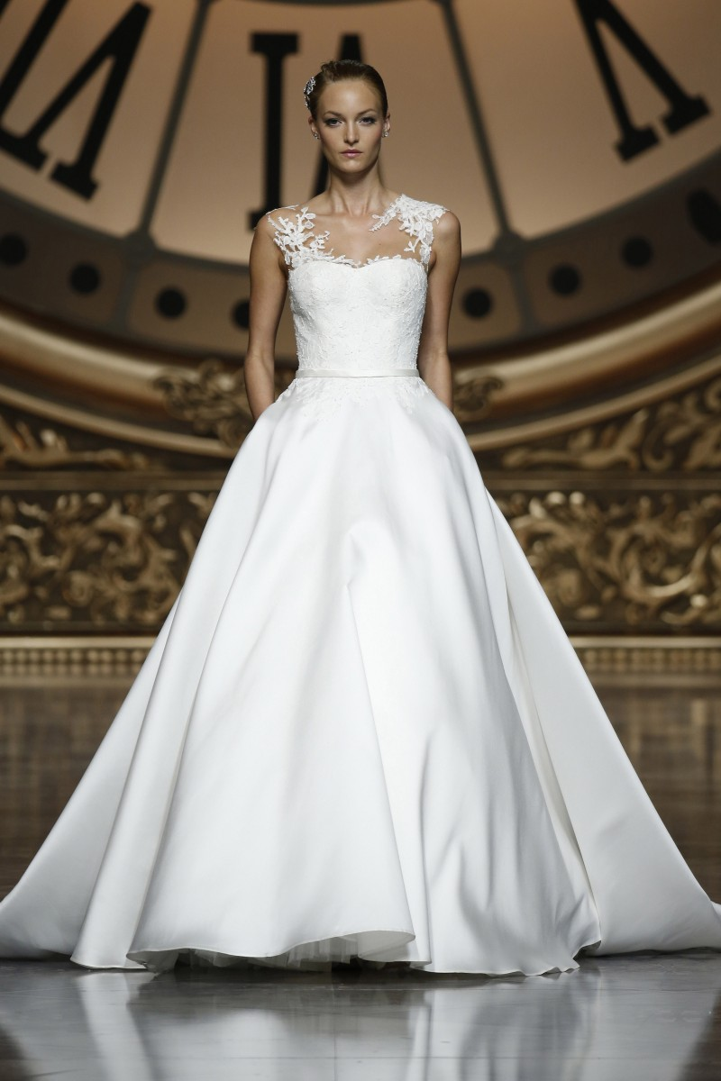 pronovias-barcelona-bridal-week-2016-frente-13
