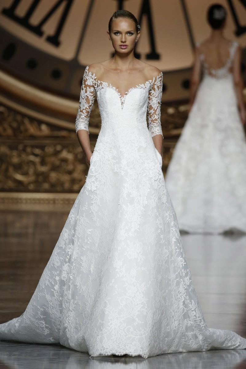pronovias-barcelona-bridal-week-2016-frente-16