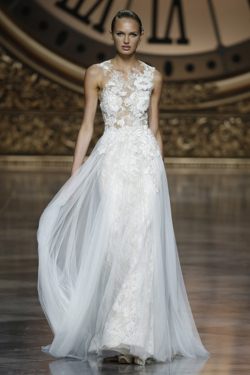 pronovias-saia-fluida-barcelona-bridal-week-2016