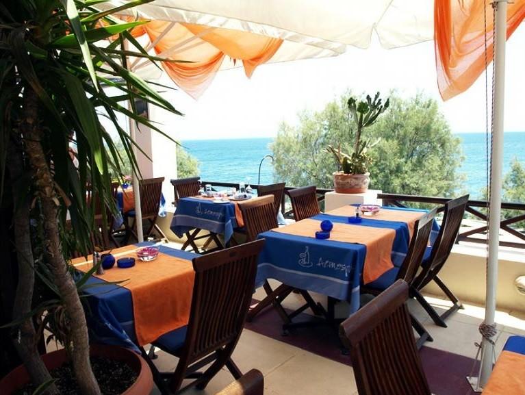 10-restaurantes-para-pedir-a-amada-em-casamento-atmosphere-restaurant-grecia
