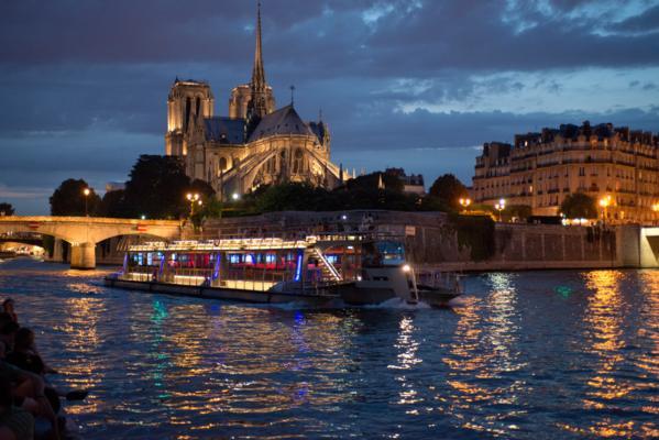 10-restaurantes-para-pedir-a-amada-em-casamento-bateaux-parisiens-2