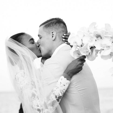 casamento-celebridade-arlenis-sosa-e-donnie-mcgrath-beijo-dos-noivos