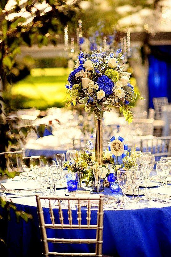 imagens de decoracao de casamento azul e amarelo:Vasos e castiçais dão um toque na decoração. Foto: Pinterest.