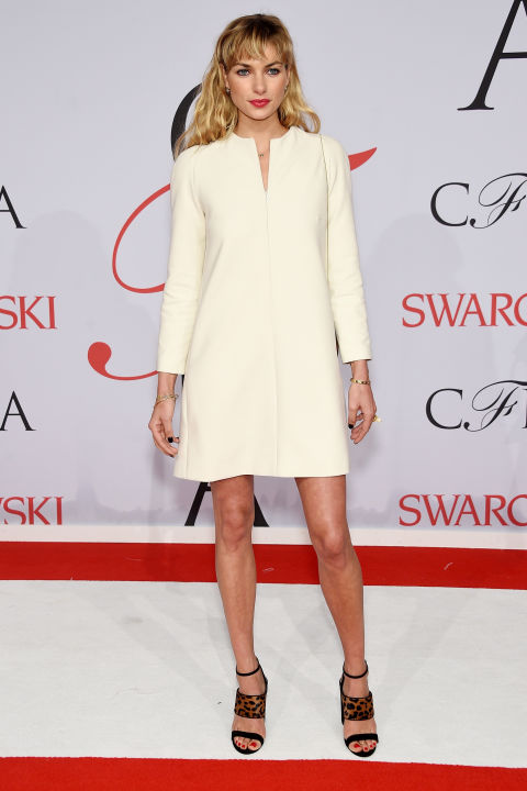 jessica-hart-de-tabitha-simmons-sapatos-cfd-awards-2015-red-carpet