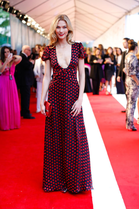 karlie-kloss-de-diane-von-furstenberg-e-joias-eva-fehren-cfd-awards-2015-red-carpet