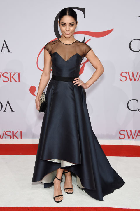 vanessa-hudgens-de-sachin-e-babi-noir-cfd-awards-2015-red-carpet