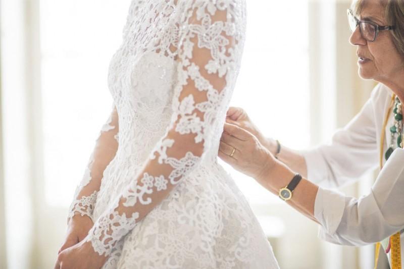 casamento-celebridades-nicky-hilton-e-james-rothschild-noiva-se-arrumando-revista-icasei