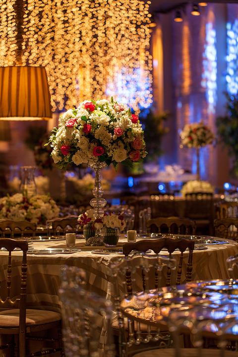 decoracao-para-casamento-com-luzes-foto-por-julia-ribeiro-decoracao-por-mariana-bassi-revista-icasei