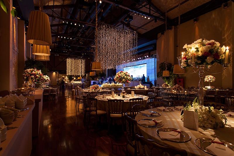 decoracao-para-casamento-com-luzes-foto-por-julia-ribeiro-decoracao-por-mariana-bassi