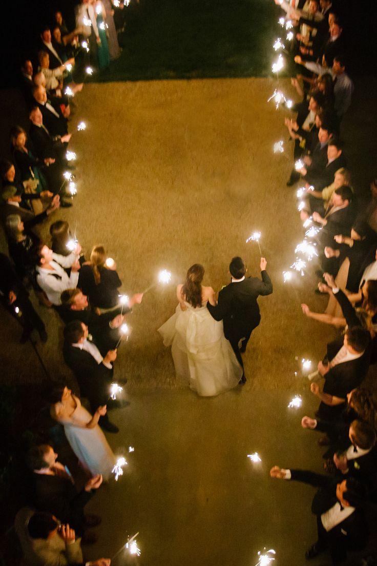 decoracao-de-casamento-com-luzes-sparkle-saida-dos-noivos-pinterest-revista-icasei