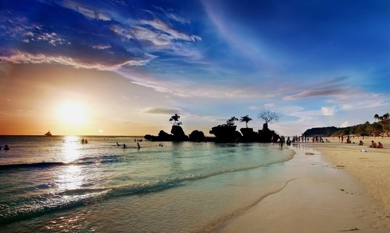 melhores praias do mundo - lua de mel - revista icasei - White-Beach-Boracay-Aklan-Province