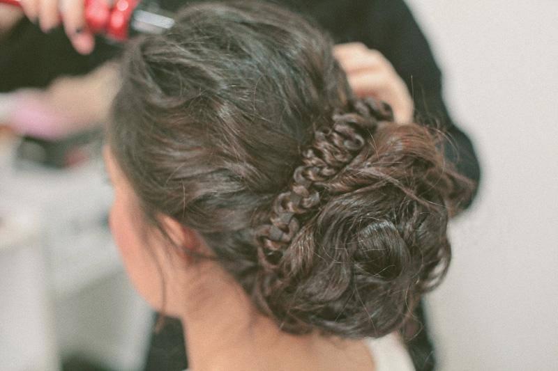 tendencias-de-penteados-para-casamento-coque-com-textura-com-tranca-magnolia-noivas-revista-icasei