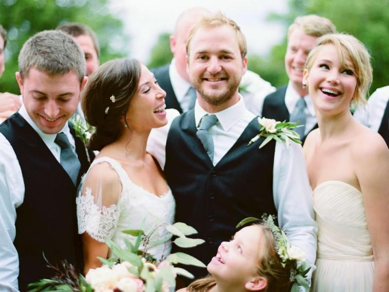 top-10-famosas-madrinhas-de-casamento-jennifer-lawrence-ryan-ray-revista-icasei