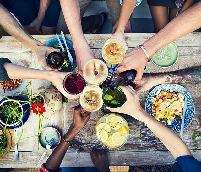 Bebidas sem álcool e cheias de sabor para o casamento_revistaicasei_abre