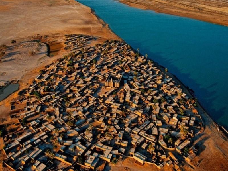 vilarejo-as-margens-do-rio-niger-na-regiao-de-mopti-mali-a-imagem-esta-na-exposicao-a-terra-vista-do-ceu-em-cartaz-em-brasilia-ate-o-dia-41112-1349817811007_956x500