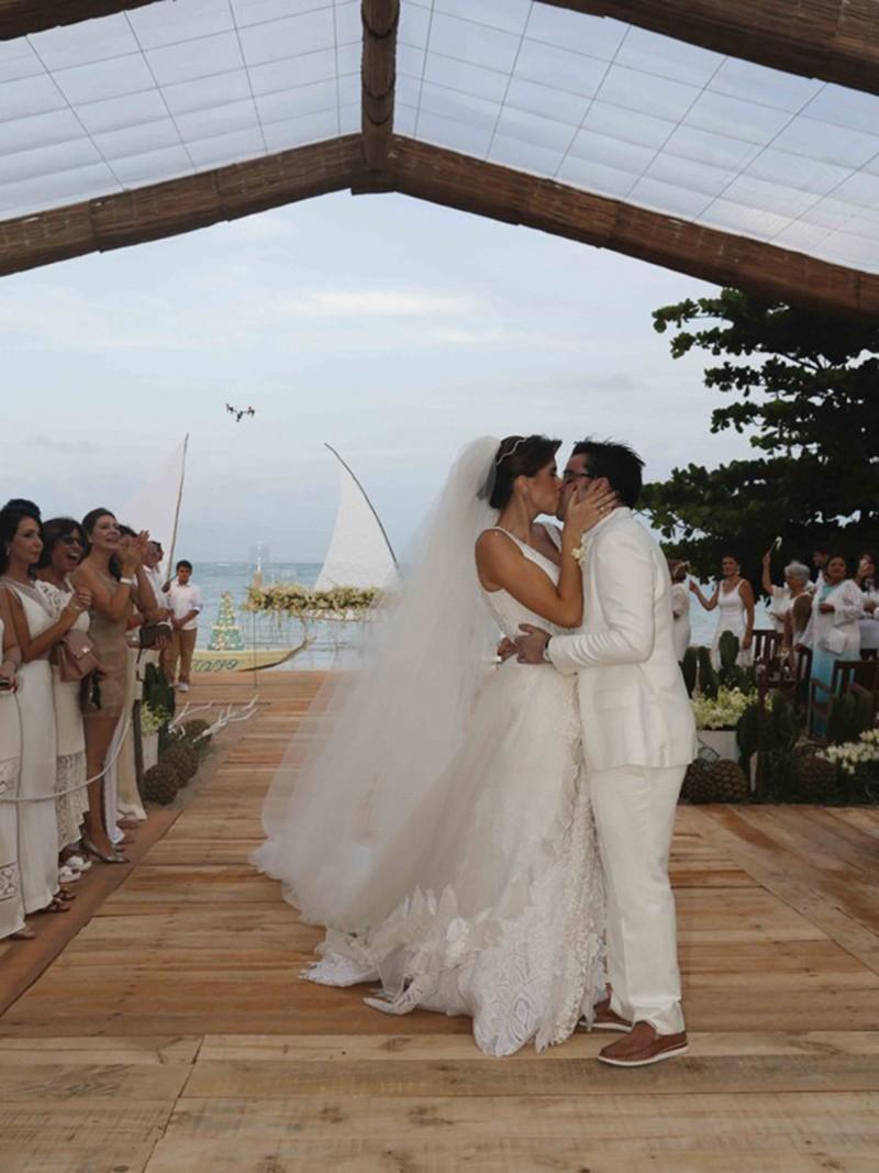 casamento celebridades - gustavo medeiros e daniela sampaio_revista icasei7