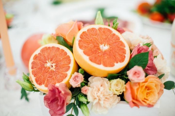 decoracao-de-casamento-com-flores-e-frutas