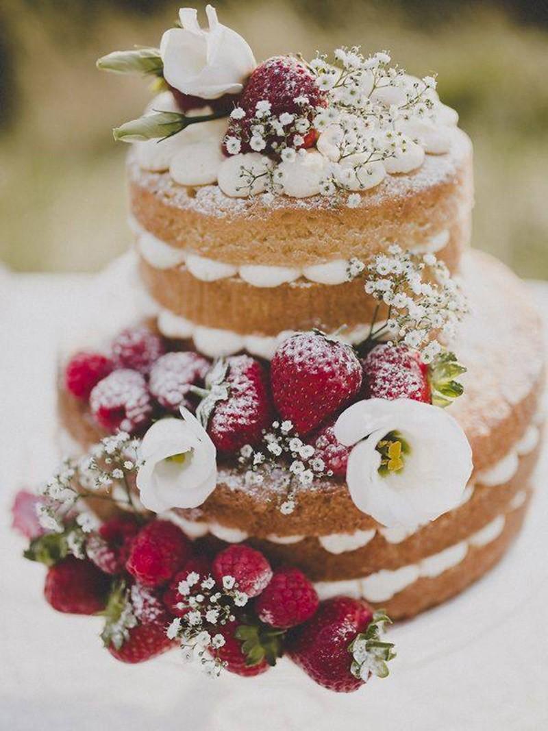 Торт украшенный фруктами и живыми цветами фото